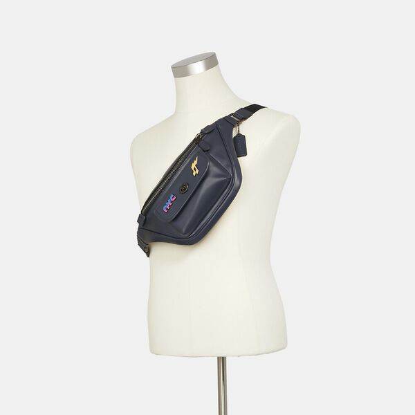 Heritage Belt Bag With 80'S Pins, QB/MIDNIGHT, hi-res