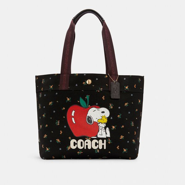 Coach X Peanuts Tote With Snoopy
